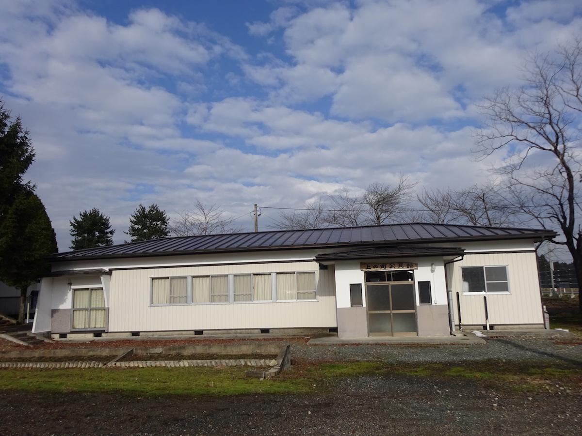 金ケ崎町 二の町公民館の屋根、壁、軒天の塗り替え施工を行いました。